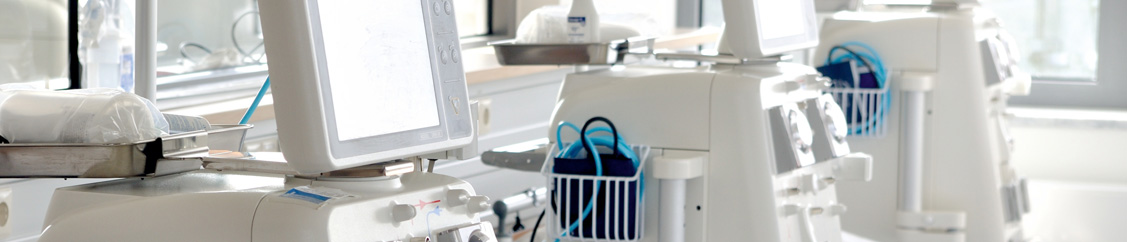 Cleaning a dialysis station